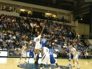Monmouth wins the tip off against SHU